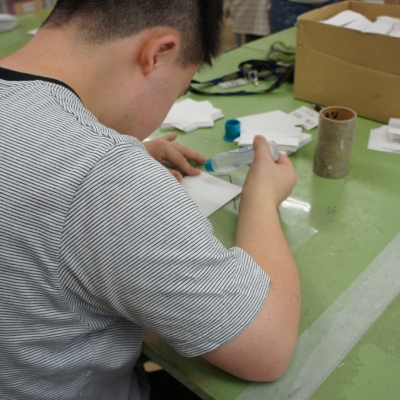 点字用紙リサイクル紙鉢作成風景